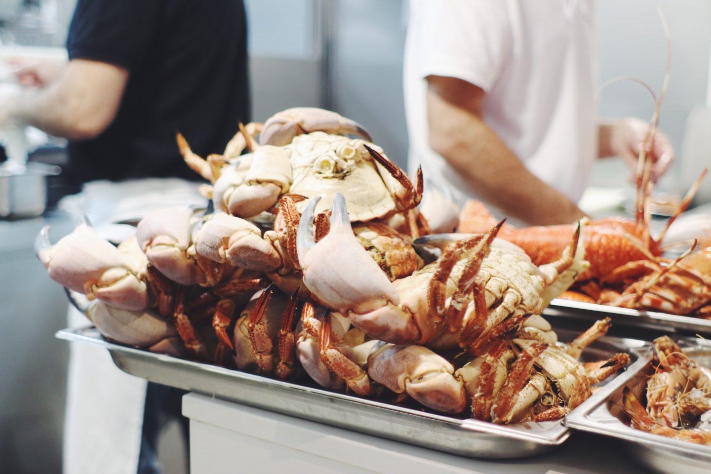 Taste the best seafood in Cascais, Portugal at Mar Do Inferno. Read on for more! - thecasualfree.com
