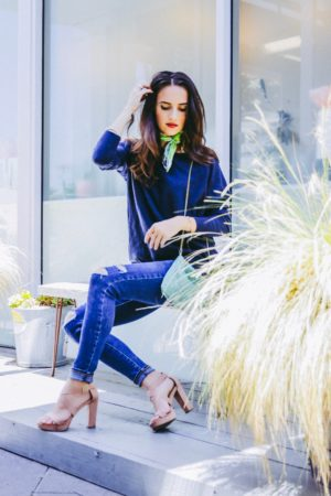 Denim Outfits For Day and Night - Levis Ripped Skinny Jeans Night Outfit - thecasualfree.com