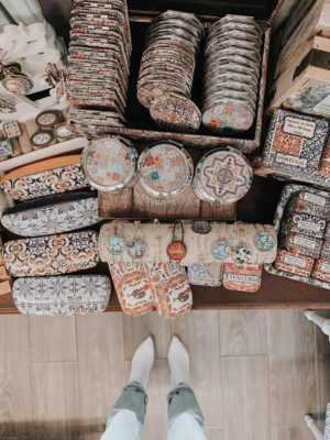 A Day In Óbidos, Portugal - Gift Shops - thecasualfree.com