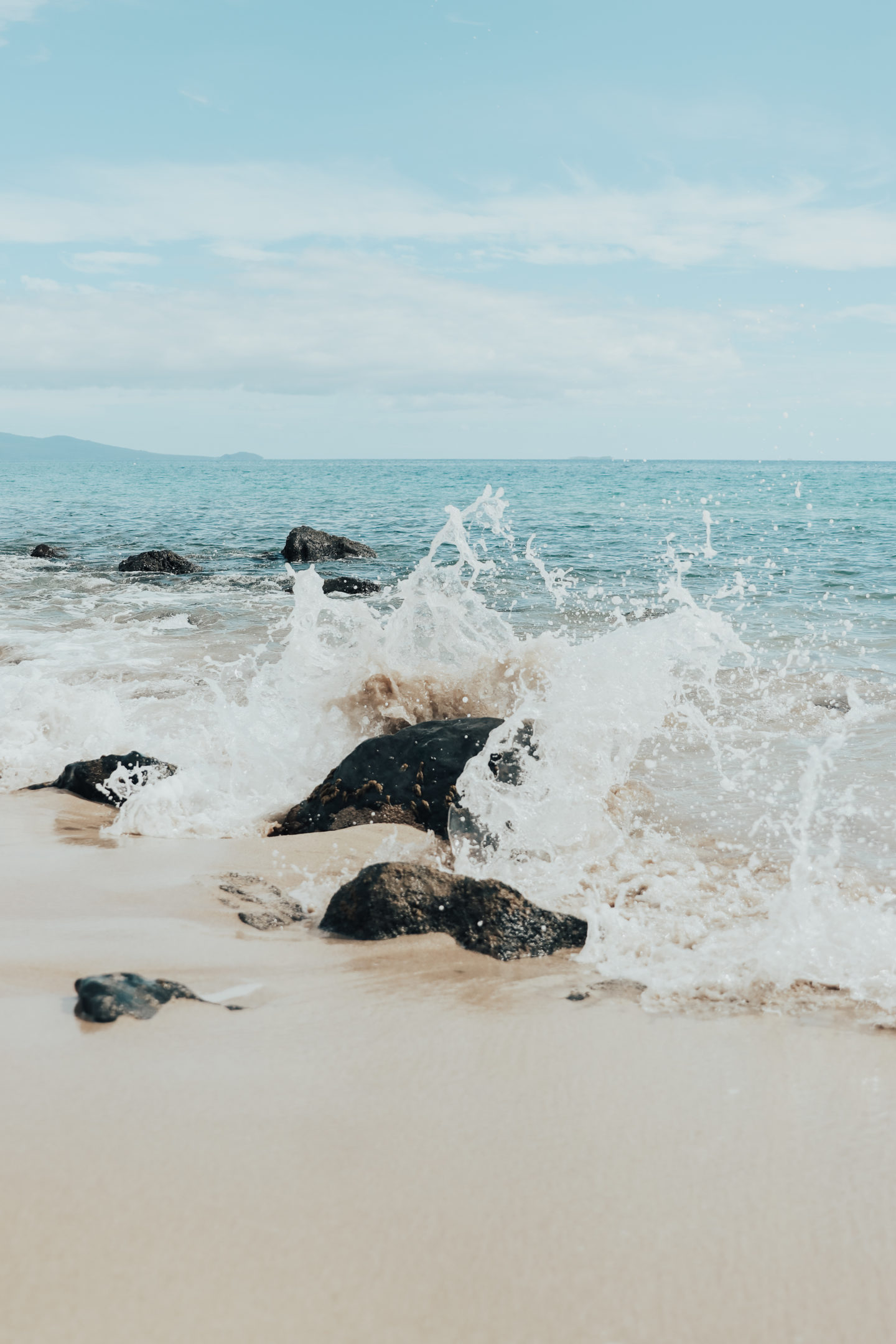 Travel Diary: Maui, Hawaii - Olowalu Beach Waves - www.thecasualfree.com